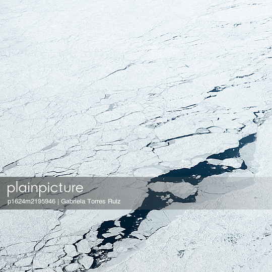 Cracks in the ice, aerial view - p1624m2195946 by Gabriela Torres Ruiz