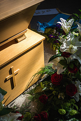 Funeral details - p1418m1571790 by Jan Håkan Dahlström