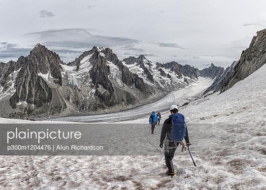 France, Chamonix, Grands Montets, Aiguille d' Argentiere, group of mountaineers - p300m1204476 by Alun Richardson