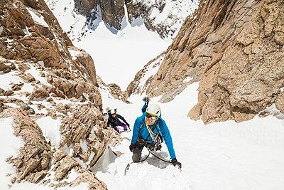 Climbers ascend snow couloir on Mount Lady Washington - p1166m2137956 by Cavan Images