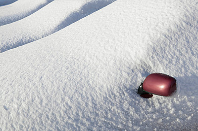 Close-up of wing mirror covering by snow - p312m765654f by Peter Hoelstad
