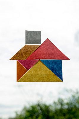 Haus aus Post-its - p451m1563650 von Anja Weber-Decker