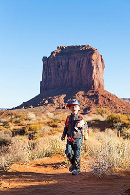 Besuch des Monument Valley - p756m2087336 von Bénédicte Lassalle
