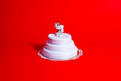 Wedding cake - p801m2257705 by Robert Pola