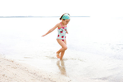 Little girl on the beach - p8940041 by Marzena Kosicka