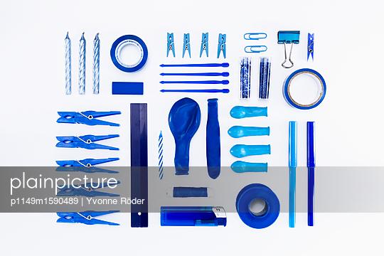Sammlung blauer Objekte - p1149m1590489 von Yvonne Röder