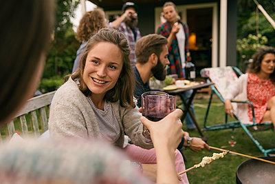 Garden party - p788m2037429 by Lisa Krechting