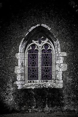 Kirchenfenster - p248m1355139 von BY
