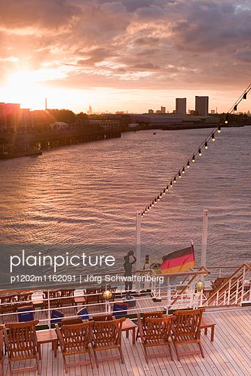 MS Deutschland - Traumschiff - p1202m1162091 von Jörg Schwalfenberg