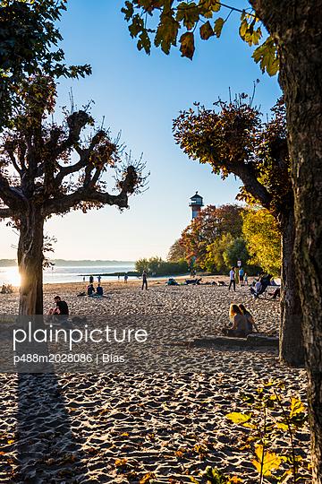 Herbststrand - p488m2028086 von Bias