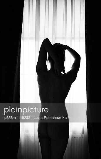 Getting up - p858m1119233 by Lucja Romanowska
