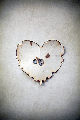 Burnt paper heart - p1248m2179115 by miguel sobreira