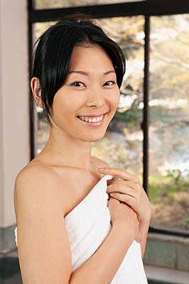 Portrait beautiful young woman in bathrobe at spa - p301m2272003 by Sven Hagolani