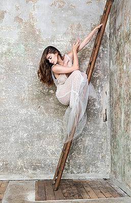 Ballerina on a ladder - p1139m2210693 by Julien Benhamou