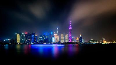 Shanghai Skyline Number 4 - p1154m2022421 by Tom Hogan