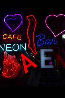 Neon lights - p798m1025700 by Florian Loebermann