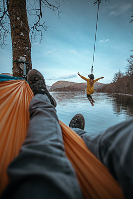 Young woman on a swing next to Bohinj Lake in Slovenia - p1455m2077129 by Ingmar Wein