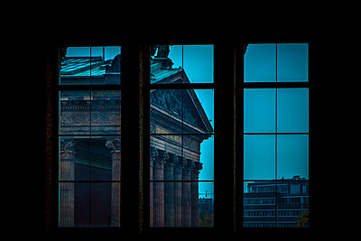 View of the Alte Nationalgaleie from a window of the Neues Museum, Berlin, Germany - p1062m1172159 by Viviana Falcomer