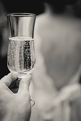Close-up of champagne glass  - p1150m1514931 by Elise Ortiou Campion