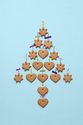 Weihnachtsbaum aus Konfekt - p237m886654 von Thordis Rüggeberg