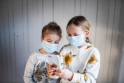 children mouthguard - p312m2174401 by Anna Johnsson