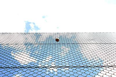Ball im Netz - p1268m1093901 von Mastahkid