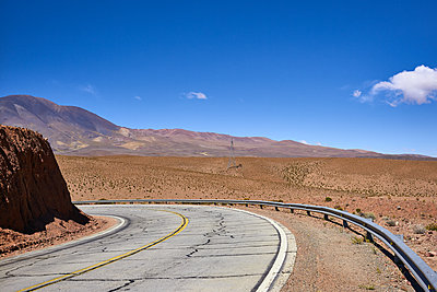 Run-down country road in the desert, Argentina - p1686m2288547 by Marius Gebhardt
