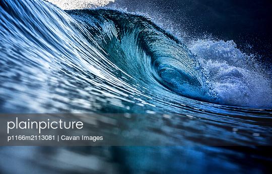 Perfect blue wave breaking - p1166m2113081 by Cavan Images