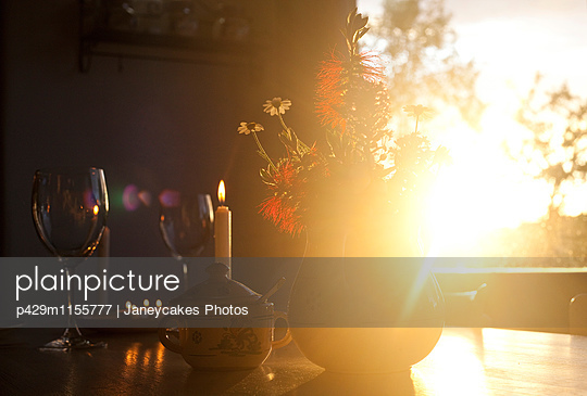 Table for two at sunset - p429m1155777 by Janeycakes Photos