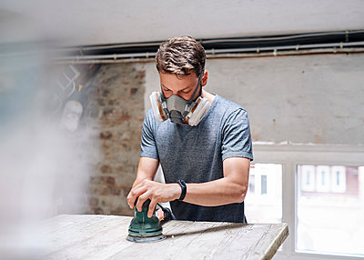 Carpenter using sanding machine - p1124m2053293 by Willing-Holtz