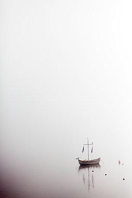 Kleines Segelboot - p772m1559724 von bellabellinsky