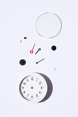 Broken clock - p1149m2280182 by Yvonne Röder