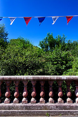 Balustrade under French flags - p813m924359 by B.Jaubert