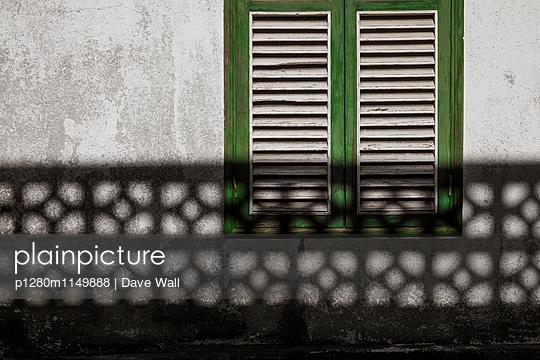 Fensterladen - p1280m1149888 von Dave Wall