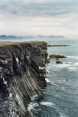 Steilküste - p416m1057008 von INTO THE WIDE (L. Leglise)
