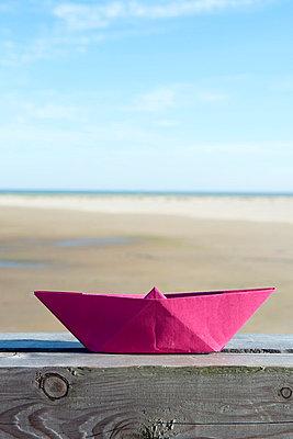 papierschiffchen - p451m822971 von Anja Weber-Decker