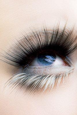 Blaue Augen - p743m779019 von Stefan Freund