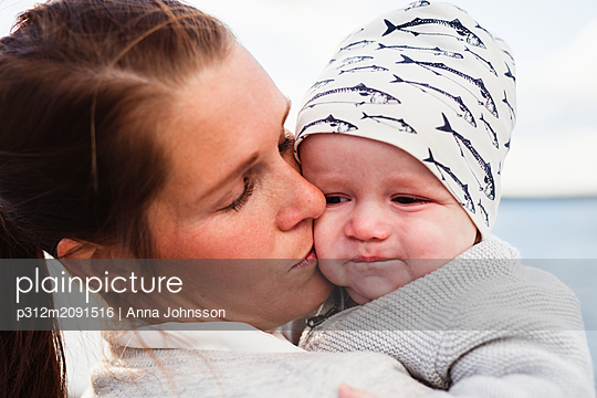 Mother with daughter - p312m2091516 by Anna Johnsson