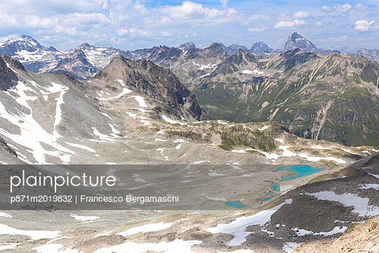 Elevated view of Lej Verd, Val Bever, Engadine Valley, Graubunden, Switzerland - p871m2019832 by Francesco Bergamaschi
