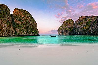 Ao Maya Beach (Maya Bay), Ko Phi Phi Leh, Krabi Province, Thailand. - p651m2032814 by Marco Bottigelli