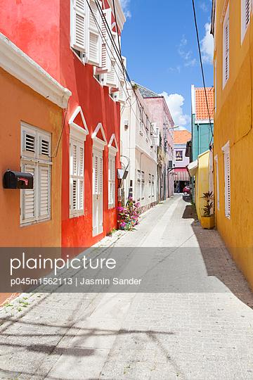 Bunte Straße - p045m1562113 von Jasmin Sander