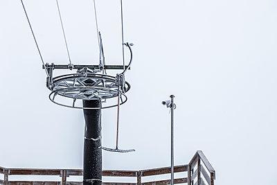 Vereister Skilift am Rosskopf - p253m1059639 von Oscar