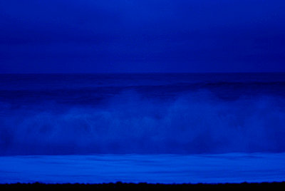 Sea with crashing waves at night - p3485148 by Ine Boasson