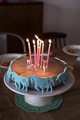 Birthday cake with lit candles - p623m1086441f by Anne-Sophie Bost