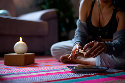 Madrid Spain, spiritual woman making video call - p300m2256999 von Oscar Carrascosa Martinez