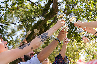 Cheers - p788m2037493 by Lisa Krechting