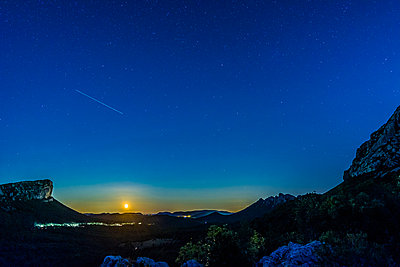 Starry sky - p829m972342 by Régis Domergue