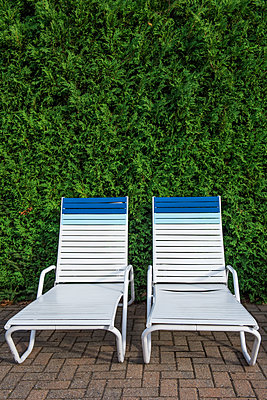 Liegestühle - p954m1171356 von Heidi Mayer