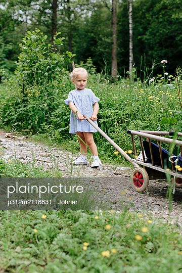 Girl pulling cart - p312m2118831 by Johner
