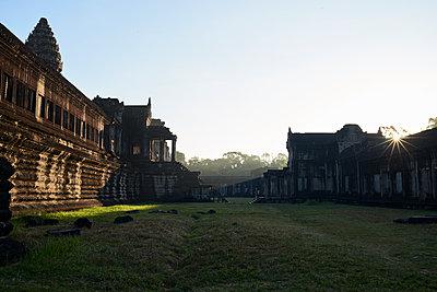 Cambodia, Siem Reap, Angkor Wat Temple at sunrise - p300m1549652 by Ivan Gener Garcia